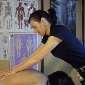 (MPR) How to Give Yourself a Lymphatic Massage with Luiza Renata Motter